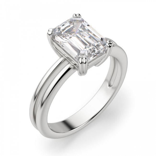 Кольцо с бриллиантом изумрудной огранки