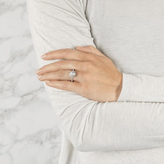Помолвочное кольцо с бриллиантом овал с паве,  Больше Изображение 3