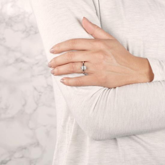Помолвочное кольцо с бриллиантом овал в 6 крапанах,  Больше Изображение 3