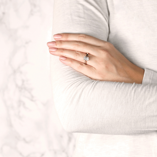 Помолвочное кольцо с бриллиантом овальной огранки,  Больше Изображение 3
