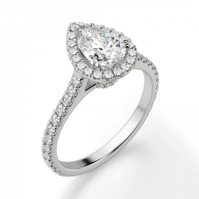 Кольцо с бриллиантом груша в бриллиантовом ореоле