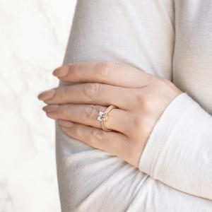 Помолвочное кольцо кушон плетеное