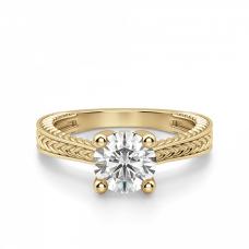 Кольцо претеное с бриллиантом из золота