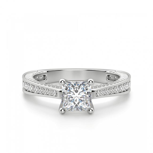 Кольцо с бриллиантом принцесса и паве по бокам