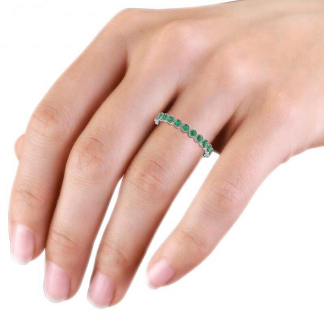 Кольцо дорожка с изумрудами 2 мм