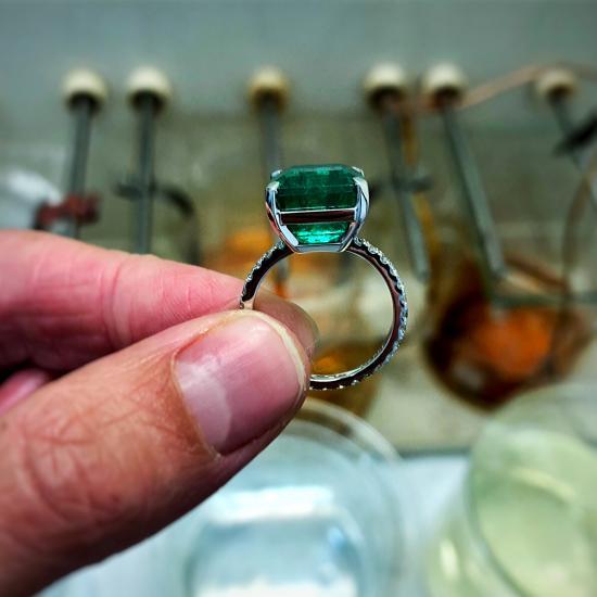 Кольцо с изумрудом 8 карат,  Больше Изображение 2