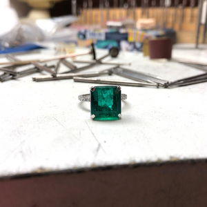 Кольцо с изумрудом 8 карат