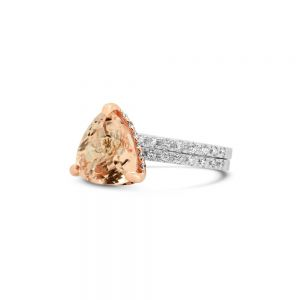 Кольцо с морганитом и дорожки с бриллиантами