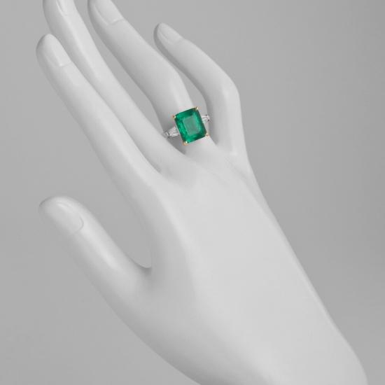 Кольцо с изумрудом 5 карат и боковыми бриллиантами,  Больше Изображение 2