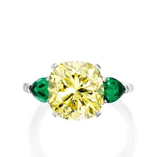 Кольцо с желтым бриллиантом 5 карат и изумрудами, Больше Изображение 1