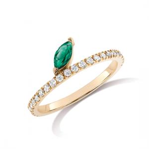 Кольцо дорожка с бриллиантами и изумрудом маркиз