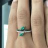 Кольцо дорожка с бриллиантами и изумрудом маркиз, Изображение 2
