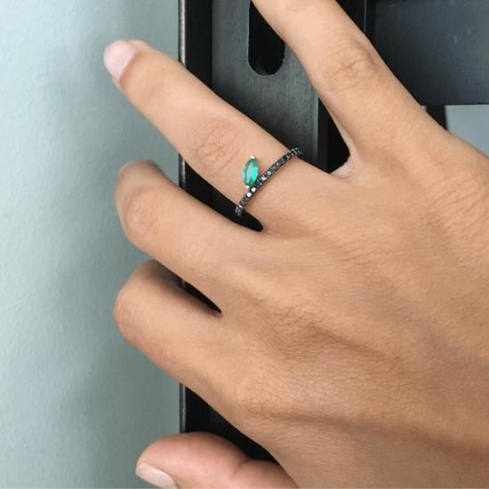 Кольцо с черными бриллиантами и изумрудом,  Больше Изображение 2