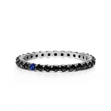 Кольцо дорожка с черными бриллиантами и 1 сапфиром