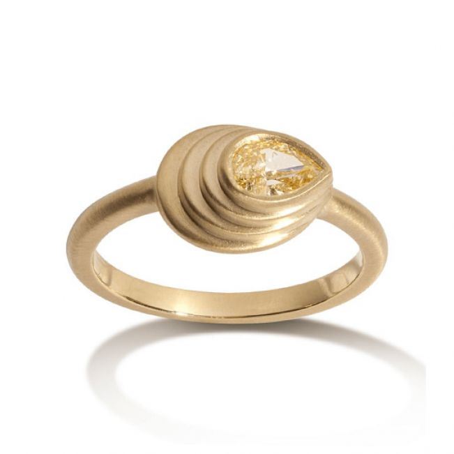 Кольцо с желтым бриллиантом Груша 0.30 карата