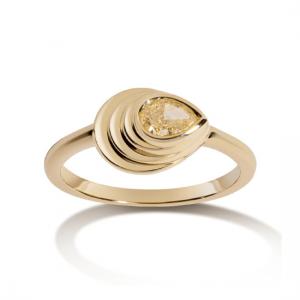 Кольцо с желтым бриллиантом капля