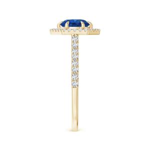 Кольцо с сапфиром в бриллиантовом паве