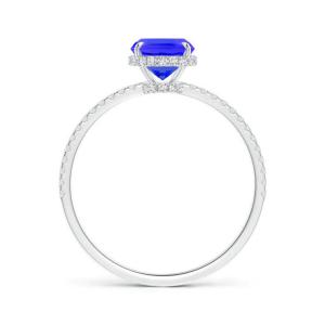 Кольцо с танзанитом кушон с бриллиантовой дорожкой