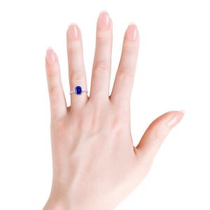 Кольцо с танзанитом кушон 8x6 мм и бриллиантовой дорожкой