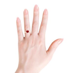 Кольцо с рубином сердце и бриллиантом