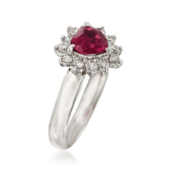 Кольцо с рубином сердце в бриллиантовом ореоле,  Больше Изображение 2