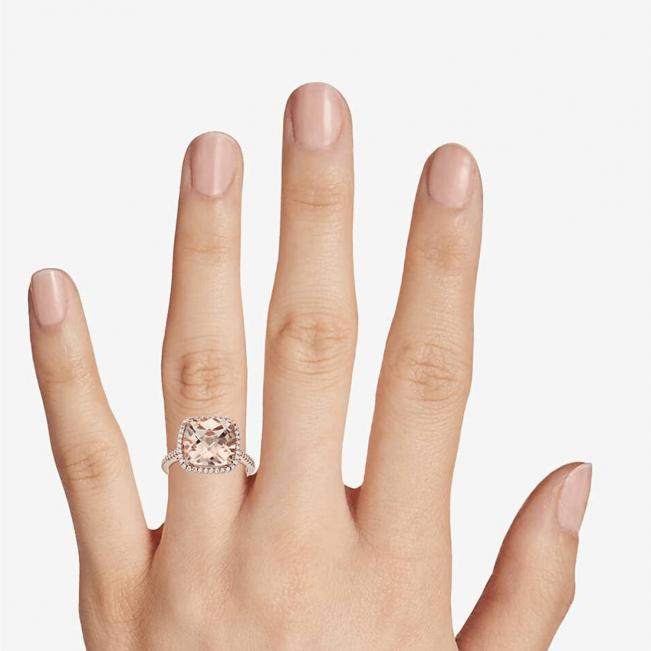 Кольцо с морганитом кушон в паве из бриллиантов