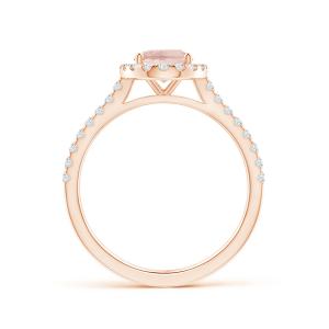 Кольцо с овальным морганитом в окружении бриллиантов