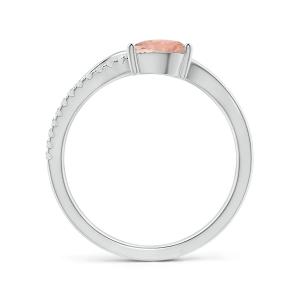 Кольцо с морганитом капля и бриллиантовой дорожкой
