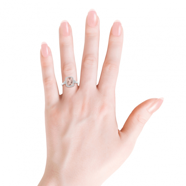 Кольцо с морганитом кушон в бриллиантовом ореоле