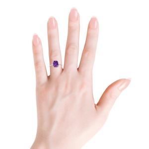 Кольцо с аметистом кушон и тонкой дорожкой из бриллиантов