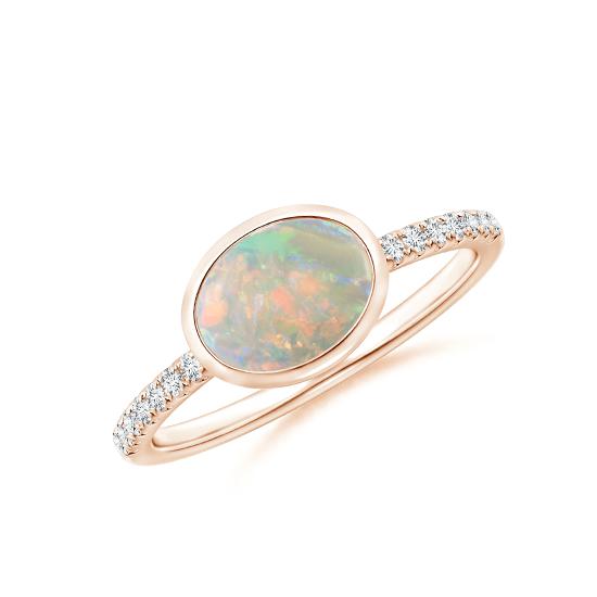 Кольцо с овальным опалом и бриллиантовой дорожкой, Больше Изображение 1