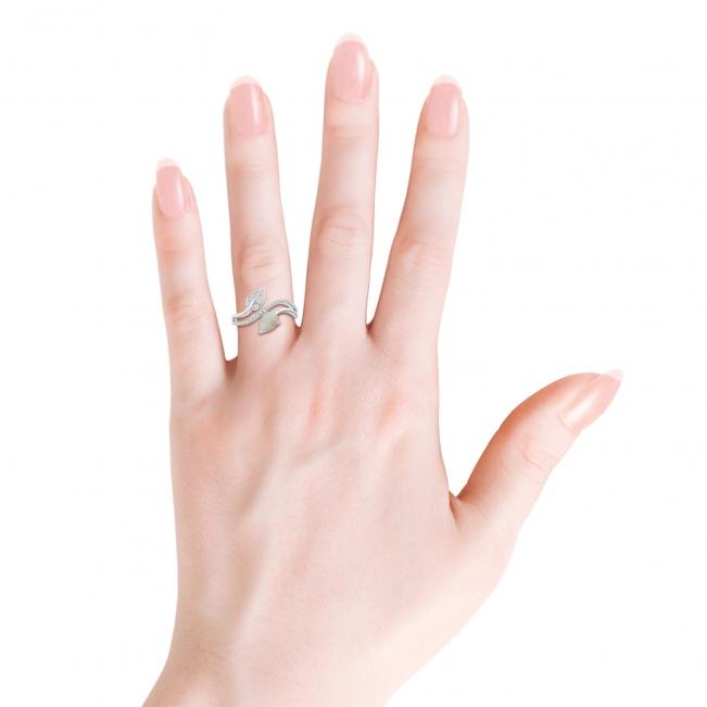 Кольцо с опалом капля и бриллиантами паве