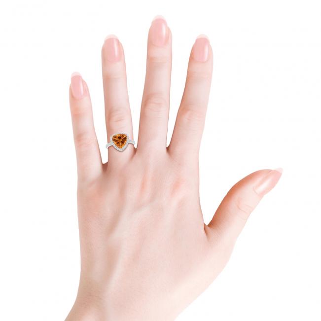 Кольцо с треугольным цитрином  10 мм в бриллиантовом ореоле