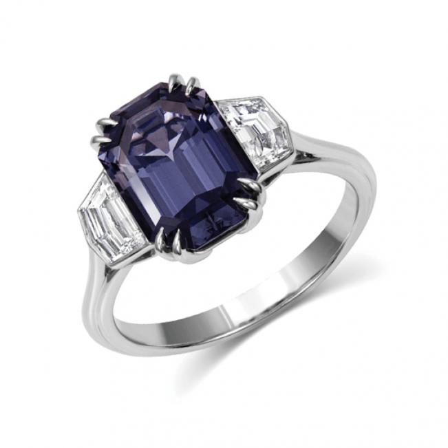 Кольцо с грозовой шпинелью и бриллиантами