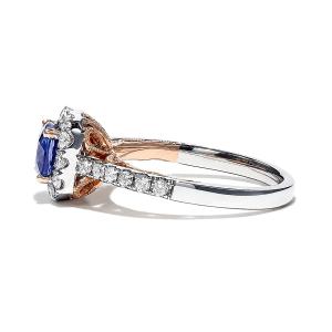 Кольцо с танзанитом кушон 0,95 кт в бриллиантовом ореоле