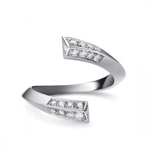 Дизайнерское разомкнутое кольцо с бриллиантами