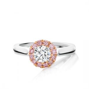 Кольцо с белым бриллиантом в окружении розовых