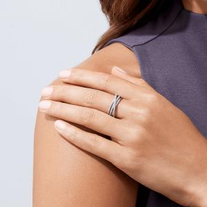 Широкое кольцо с бриллиантами из белого золота