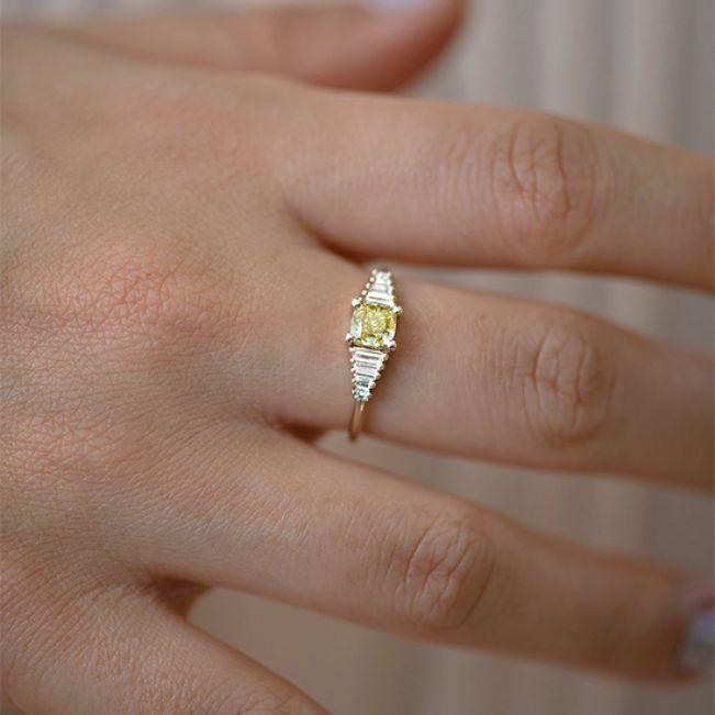 Кольцо с желтым бриллиантом - Фото 2