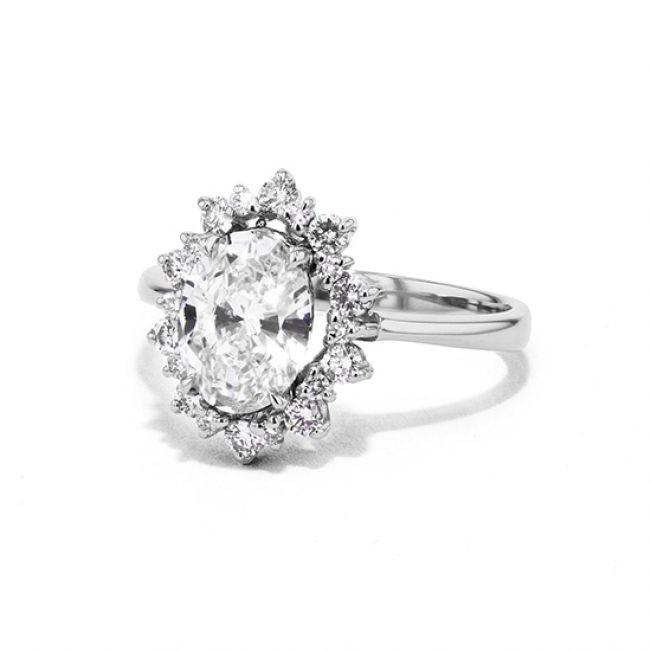 Овальное помолвочное кольцо  - Фото 1