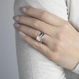 Обручальное кольцо с 3 квадратными бриллиантами - Фото 3