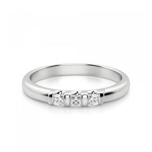 Обручальное кольцо с 3 квадратными бриллиантами
