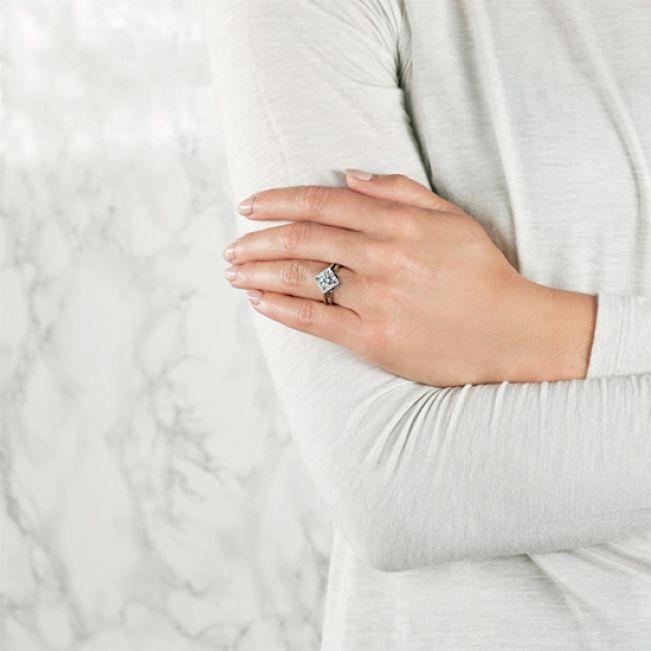 Кольцо из белого золота v формы - Фото 3