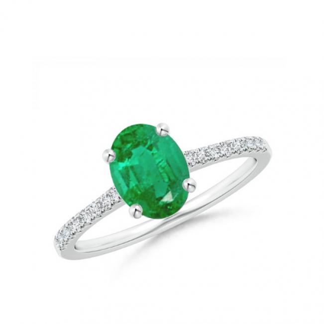 Кольцо с овальным изумрудом на бриллиантовой дорожке