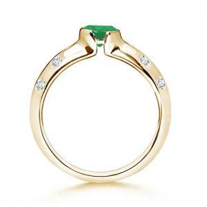 Дутое кольцо из желтого золота с изумрудом