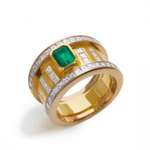 Широкое кольцо с изумрудом и бриллиантами в стиле ар-деко