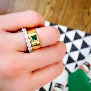 Широкое плоское кольцо с квадратным изумрудом 0.4 карата