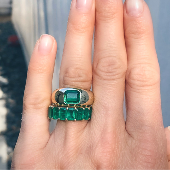 Пузатое золотое кольцо с изумрудом 2 карата