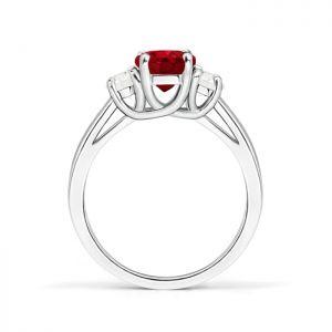 Кольцо с овальным рубином и бриллиантами полумесяц