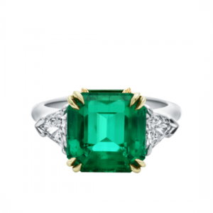 Кольцо с изумрудом 5 карат и бриллиантами по бокам